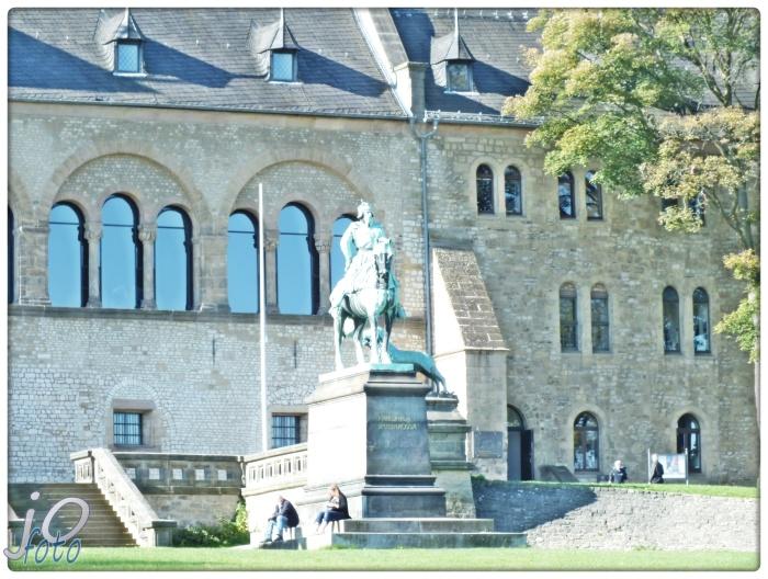 #Goslar #Kaiserpfalz #Weltkulturerbe der #UNESCO. Bronzeskulptur #Kaiser #Friedrich I.Barbarossa